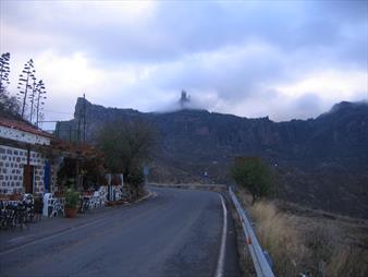 Roque Nublo: Directions, Parking, Trails & Tips