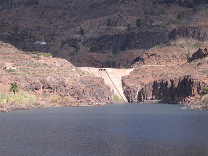Presa de Ayagaures, lower and upper dam