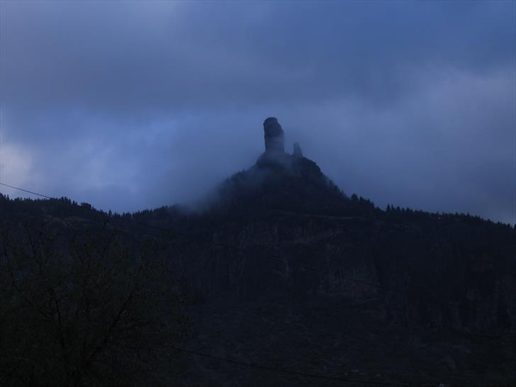 Roque Nublo in clouds
