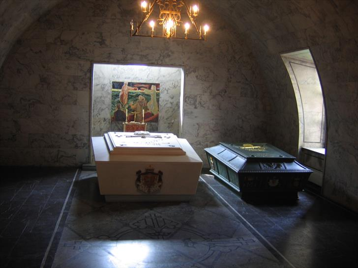 Tombs of Norwegian kings and queens in Akershus